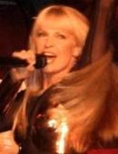 [ Toyah @ THE CLUB, 2002 - Pic by Dominic Fallows]